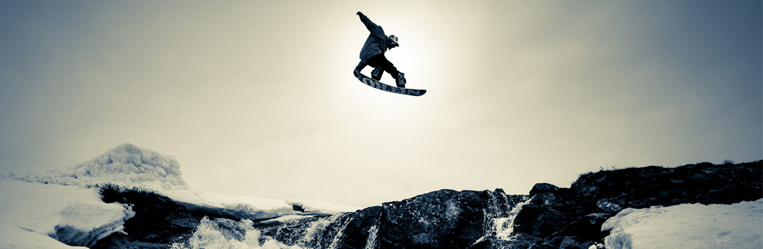 Lorenz-Holder-Snowboarder-Mountain
